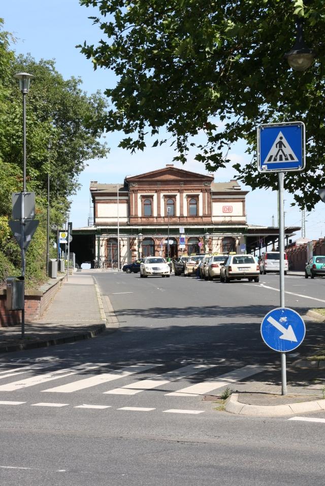 Der Bahnhof in Düren ist ein Bauwerk, das leider nicht gut zur Geltung kommt.