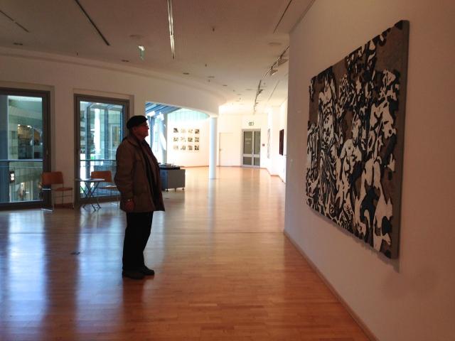 """Blick in den """"Raum für Kunst"""", wo derzeit Arbeiten von Emil Sorge zu sehen sind."""