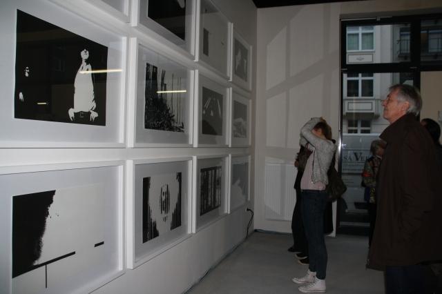 """ei der Eröffnung in der Übergangsgalerie """"Kunstwechsel"""": In der Aachener Wilhelmstraße stellen Bernd Radtke und Ralf Wierzbowski aus. Dem Vernissage-Publikum gefiel die Präsentation. Geöffnet nur mittwochs von 17.30 bis 20 Uhr."""