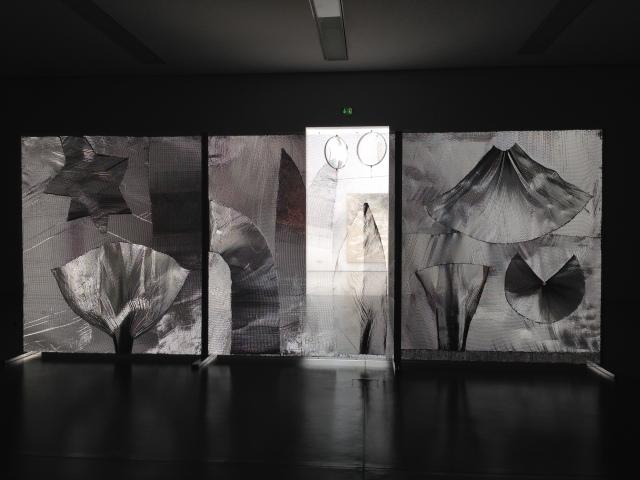 Eine große Arbeit von Heinz Mack im Leopold Hoesch Museum in den Räumen der Hubertus Schoeller Stiftung.