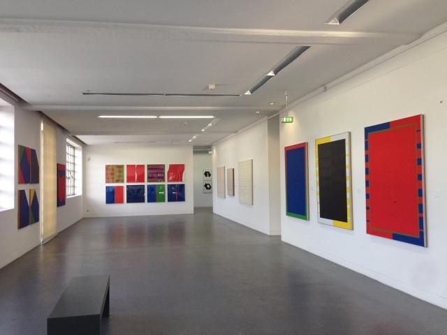 Blick auf eine Reihe typischer Arbeiten von Peter Lacroix.