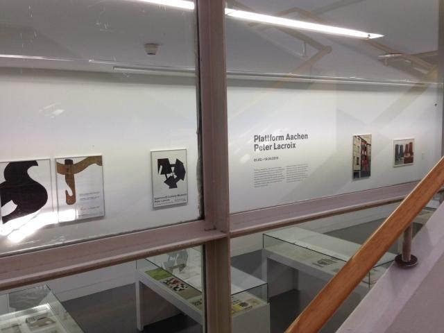 Texte, Briefe, Fotos machen es möglich, die Projekte von Peter Lacroix besser zu verstehen. Der Aachener Künstler wollte die Kunst mit dem alltäglichen Leben verbinden.