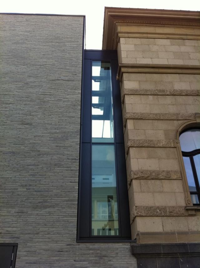 Aparte Verbindung zwischen Altbau und Neubau, Leopold-Hoesch-Museum in Düren