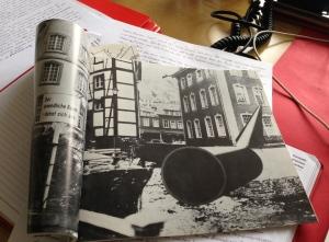 Oben rechts im Röhren-Bild von Rune Mields: das Rote Haus.