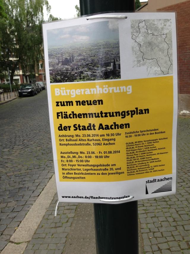 Damit auch nur ja keiner den Termin verpasst, verlässt sich die Verwaltung nicht allen auf Veröffentlichungen in den Tageszeitungen und Werbeblättchen. In der Jakobstraße hängt ein Flyer an einem Laternenpfahl.