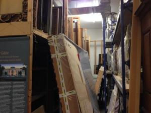 Lauter Objekte, an die man nicht mehr rankommt. In einem Depot des Suermondt-Ludwig-Museums.