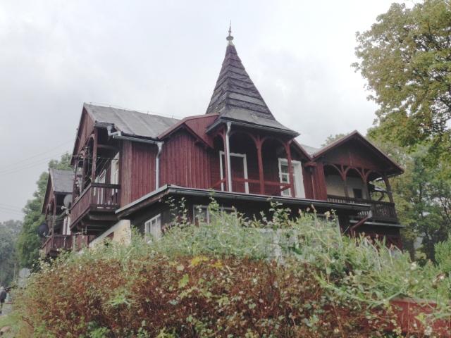 Wer weiß etwas über die Villen von Schreiberhau? Die kleine Stadt hat heute einen polnischen Namen, Szklarska Poreba.