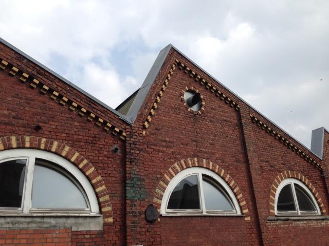 Wie viele Fabriken hat auch die Aachener Tuchfabrik mehrere Shedhallen.