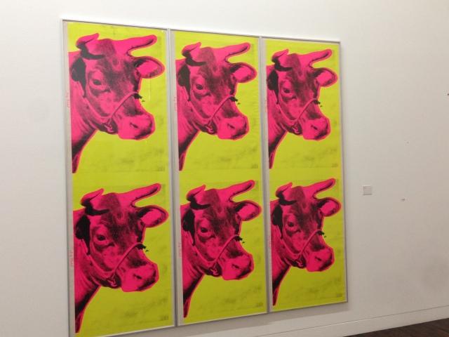 Die Pop-Art sollte eine Kunst für alle sein, und so fertigte Warhol riesige Stückzahlen seiner Bilder im Siebdruckverfahren an. Kunst als Meterware .