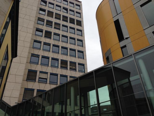 Symbolbild: Blick auf den Gebäudekomplex der Verwaltung der Städteregion in Aachen, Zollernstraße.