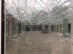 Der Lenné-Pavillon befindet sich an der rechten Seite des Gebäudes. Heute fotografiert durch ein Fenster hindurch.