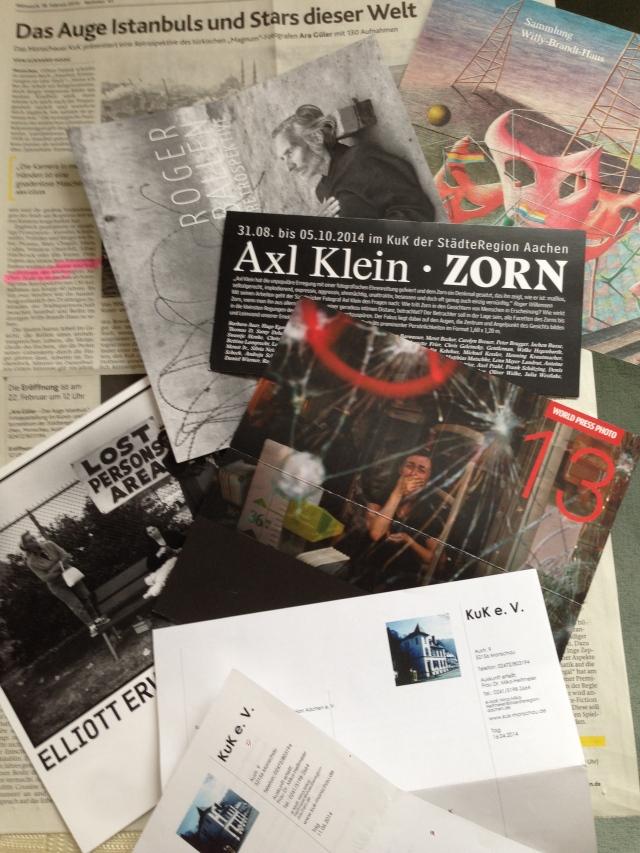 Im Kunst- und Kulturzentrum (KuK) der Städteregion Aachen, das sich in Monschau befindet, wird in diesem Jahr und 2016 vorzugsweise Fotokunst gezeigt, die nach einhelliger Einschätzung von Experten zum Besten gehört, was es gibt auf der Welt. Gleichzeitig werden der Einrichtung  Mittel und Personal gekürzt.