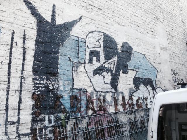 """Das Wandbild """"Der große Krieg"""" von Klaus Paier am Café Kittel in Aachen"""