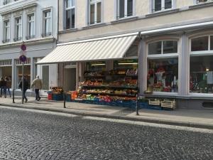 Feinkostladen in der Jesuitenstraße, für den täglichen Einkauf leider deutlich zu teuer.