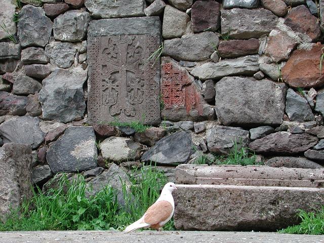 Wurden nach dem Genozid an den Armeniern zum Bau von Mauern verwendet: kunstvoll gearbeitete Grabsteine. Hunderte sind so erhalten.