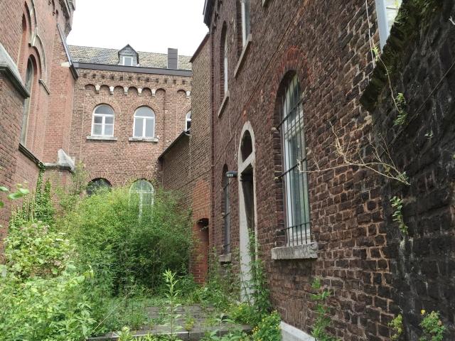 Aachen, Lousberstraße 14: Hier befindet sich nicht genutzter Wohnraum. Lassen sich hier Unterkünfte für Flüchtlinge herrichten?