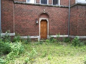 Die Eingangstüren lassen sich zählen, die Wohneinheiten von außen nicht. Wieviele Nonnen haben hier einst gelebt?