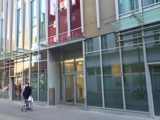 Auf der Seite Adalbertstraße.