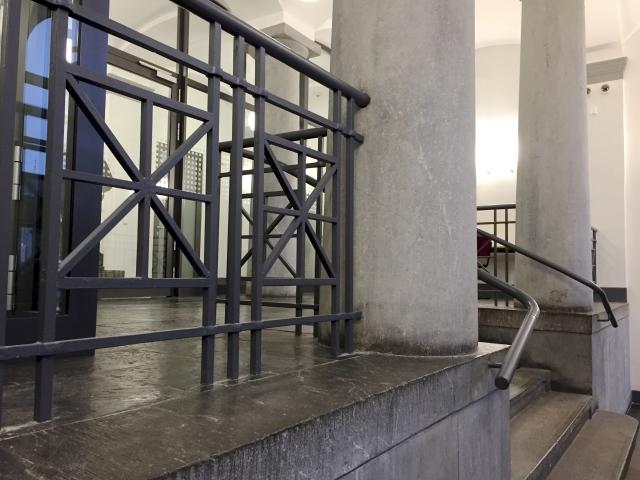 Das Gebäude der Bundespolizei in Aachen, Eingangsbereich, ist ein Schmuckstück, einen und außen.