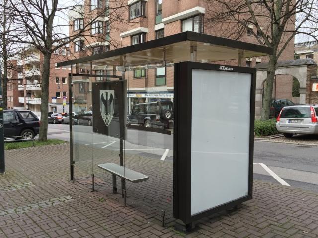 Wird bald abgerissen: eins von 432 Bus-Wartehäuschen, hier. Judengasse. Kaputt sind die Unterstände eigentlich nicht, weg müssen sie trotzdem.
