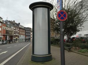 Ganz schön öde: Teile der Aachener Stadtmöblierung sehen derzeit nicht gerade attraktiv aus. Die Beleuchtung ist überall ausgeschaltet. Doch das wird sich bald ändern.