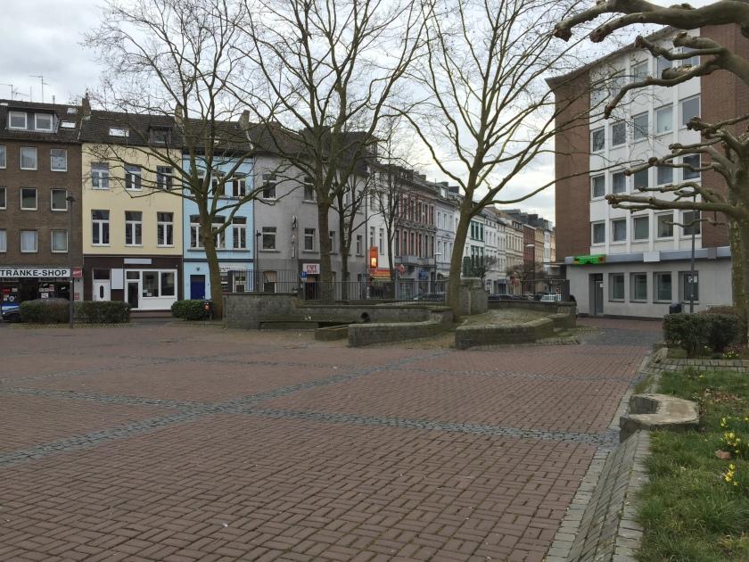 Hier möchte niemand verweilen: In Aachen auf dem Elsaßplatz.