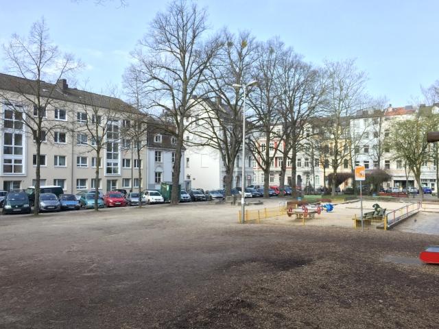 Der Neumarkt im Frankenberger Viertel: Sieht nach dem Winter nicht gerade attraktiv aus, ist aber für das Viertel uns deine Menschen wertvoll wie ein Juwel.