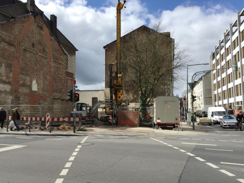 Hier entsteht ein fünfgeschossiges Wohn- und Geschäftshaus: Lochnerstraße/Ecke Karlsgraben.