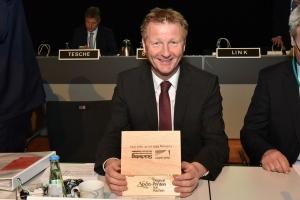 Jeder Teilnehmer erhielt eine Kiste mit Printen, spendiert von Notiz aus Aachen. Foto: Stadt Aachen/Andreas Herrmann