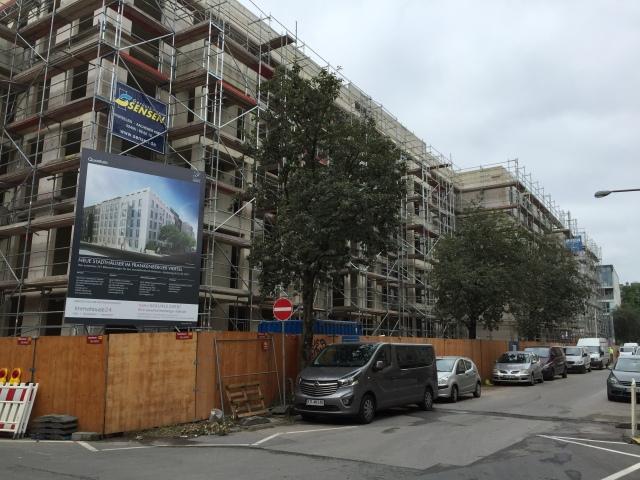 Die Vermietung dieser neuen Wohnungen, die noch nicht fertig sind, ist schon fast abgeschlossen, das Interesse riesengroß.