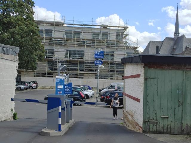 Wo sich mal das Wollforschungsinstitut befand, sieht es jetzt so aus. Die Nähe zum Veltmannplatz ist sicher ein Plus, die Nähe zur Pontstraße eventuell nicht so unbedingt.
