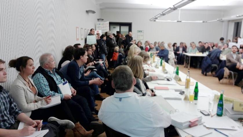 Zeigten im Ausschuss Präsenz und kämpften für ihr Anliegen: Tagesmütter und -väter aus Aachen.