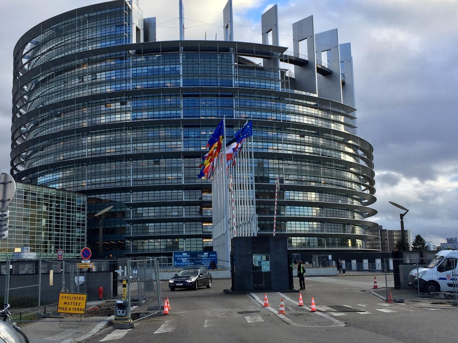 Unterwegs in  Straßburg. Diskussion im EU-Parlament. Mikwe besichtigt.
