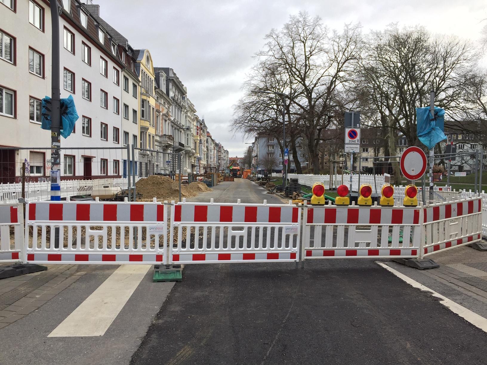 Beverstraße wird Fahrradstraße, mal sehen für wie lange. Bismarckstraße zu.